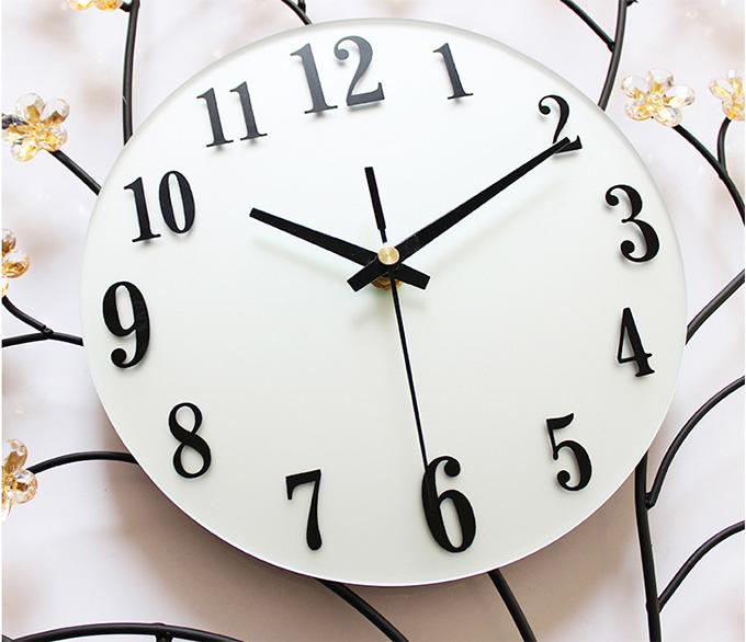 นาฬิกาโมเดิร์น